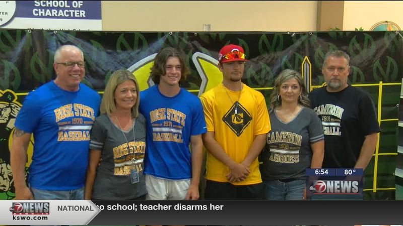 Mac's Puccino, Flood earn baseball scholarships